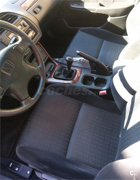 HONDA Accord 1.8 i LS Vtec 4p.