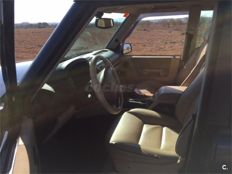 LAND-ROVER Discovery 2.5 TD5 HSE 5p.