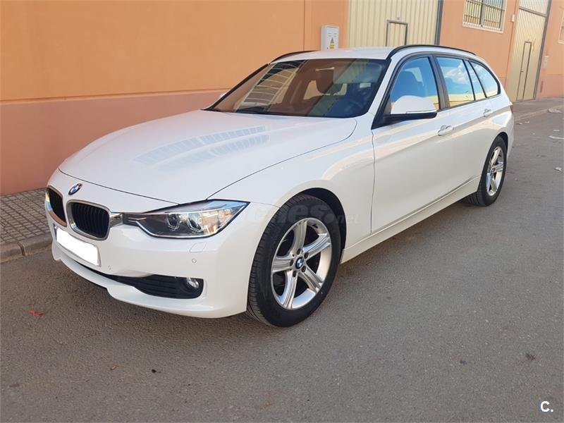 BMW Serie 3 318d Essential Edition Touring 5p.