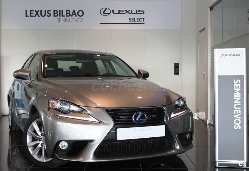 LEXUS IS 300h Executive 4p.