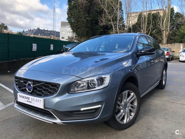 VOLVO V60 Cross Country 2.0 D3 Momentum Auto 5p.