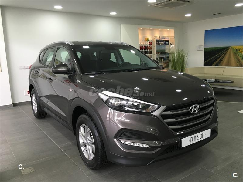 hyundai tucson 4x4 1 6 gdi bluedrive essence 4x2 gasolina de km0 de color gris plata moon. Black Bedroom Furniture Sets. Home Design Ideas