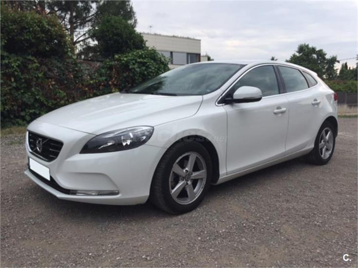 volvo v40 1 6 d2 kinetic diesel blanco del 2013 con. Black Bedroom Furniture Sets. Home Design Ideas