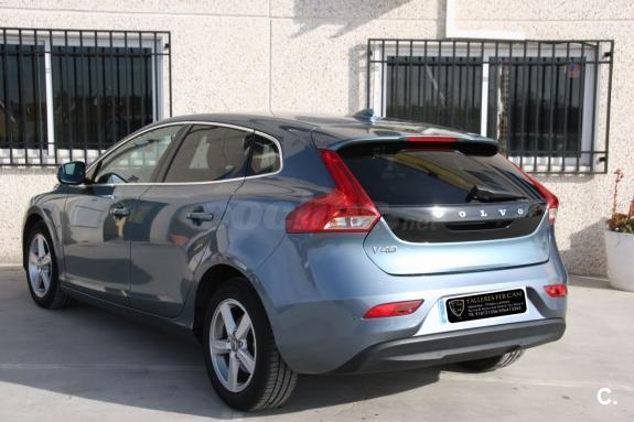 volvo v40 1 6 d2 momentum diesel del 2012 con 64999km en madrid 32698912. Black Bedroom Furniture Sets. Home Design Ideas