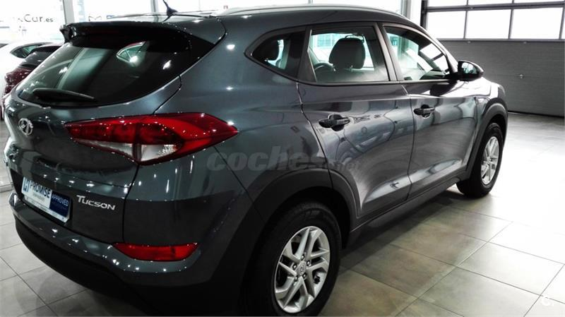 hyundai tucson 4x4 1 7 crdi 115cv bluedrive essence 4x2 diesel de km0 de color gris plata. Black Bedroom Furniture Sets. Home Design Ideas