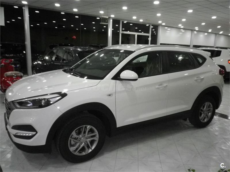 hyundai tucson 4x4 1 7 crdi 85kw 115cv bdrive essence 4x2 diesel de color blanco del a o 2017. Black Bedroom Furniture Sets. Home Design Ideas