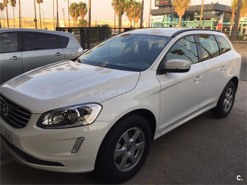 volvo xc60 4x4 2 0 d4 momentum auto diesel de color blanco del a o 2016 con 18000km en huelva. Black Bedroom Furniture Sets. Home Design Ideas