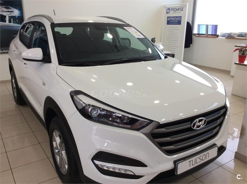 hyundai tucson 4x4 1 7 crdi 85kw 115cv bdrive essence 4x2 diesel de km0 de color blanco en. Black Bedroom Furniture Sets. Home Design Ideas