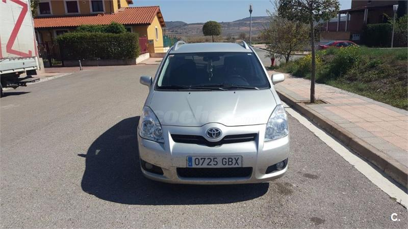 toyota corolla verso 2 2 d4d 136 cv sol diesel gris plata del 2008 con 219000km en la rioja. Black Bedroom Furniture Sets. Home Design Ideas