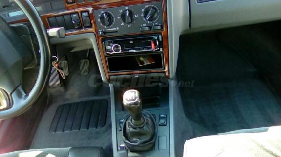 Por qué huele la gasolina el salón del automóvil
