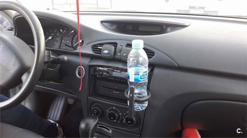 Como verter la gasolina sin boca