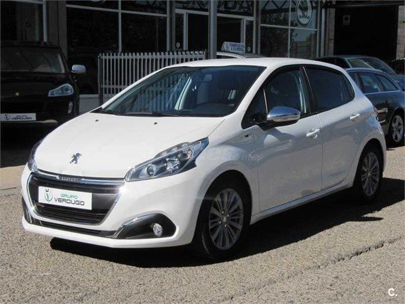 peugeot 208 5p style 1 6 bluehdi 55kw 75cv diesel blanco. Black Bedroom Furniture Sets. Home Design Ideas