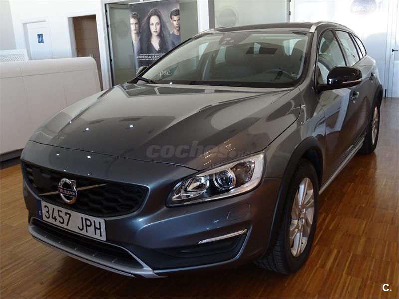 volvo v60 cross country 2 0 d3 momentum auto diesel gris plata gris osmium metalizado del. Black Bedroom Furniture Sets. Home Design Ideas