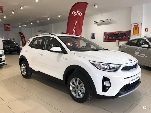 kia stonic 4x4 1 2 cvvt 62kw 84cv concept ecodynam gasolina de nuevo de color blanco en c ceres. Black Bedroom Furniture Sets. Home Design Ideas