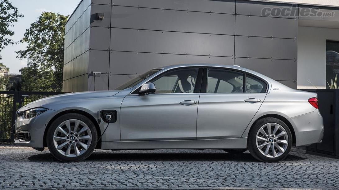 BMW 225xe Active Tourer y 330e
