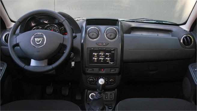 Dacia catalunya club dacia duster 1 5 dci laureate 4x4 for Interni dacia duster laureate