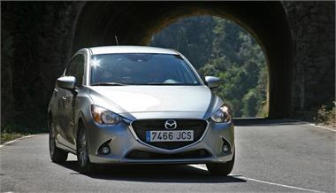 Mazda2 1.5 GE 90 CV Style Confort Red