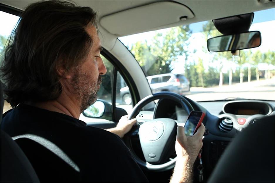 Los peligros del móvil al volante