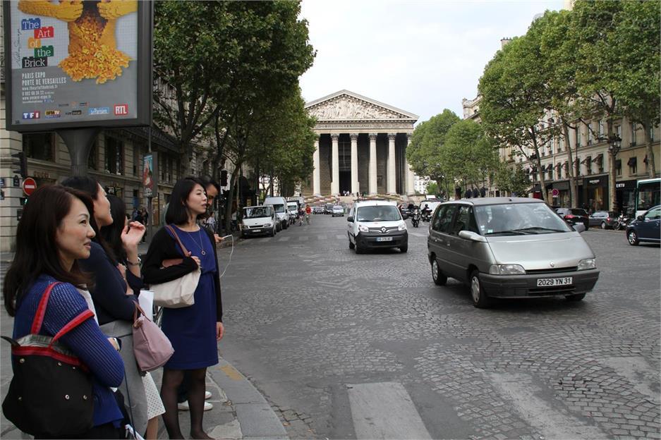 Francia vetará los coches convencionales