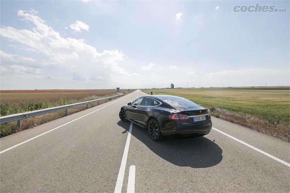 Tesla Model S P100D, 600 km en un día