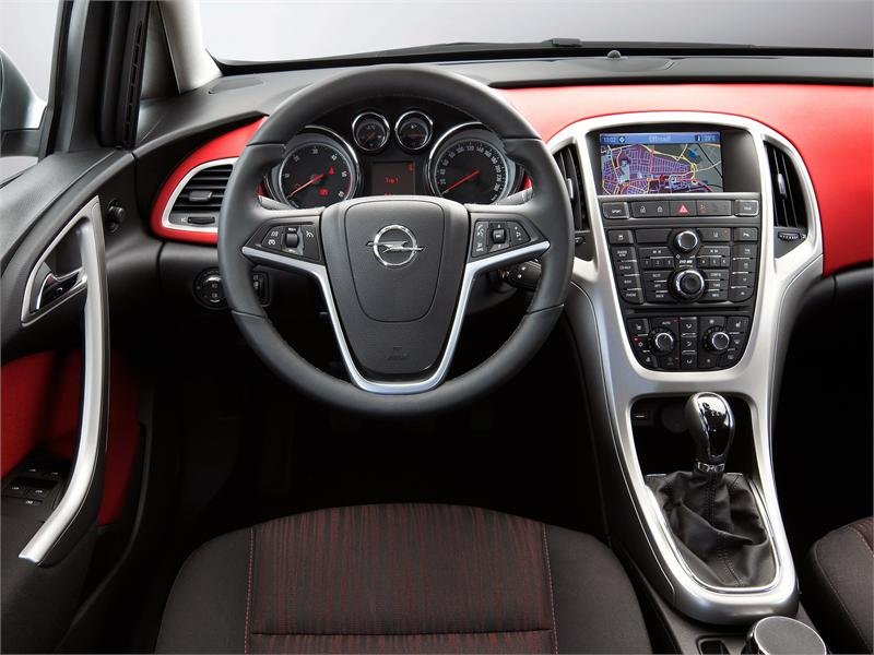 Fotos Opel Astra y Zafira Bi-Turbo - Opel Astra Sports Tourer 2.0 CTDi ...